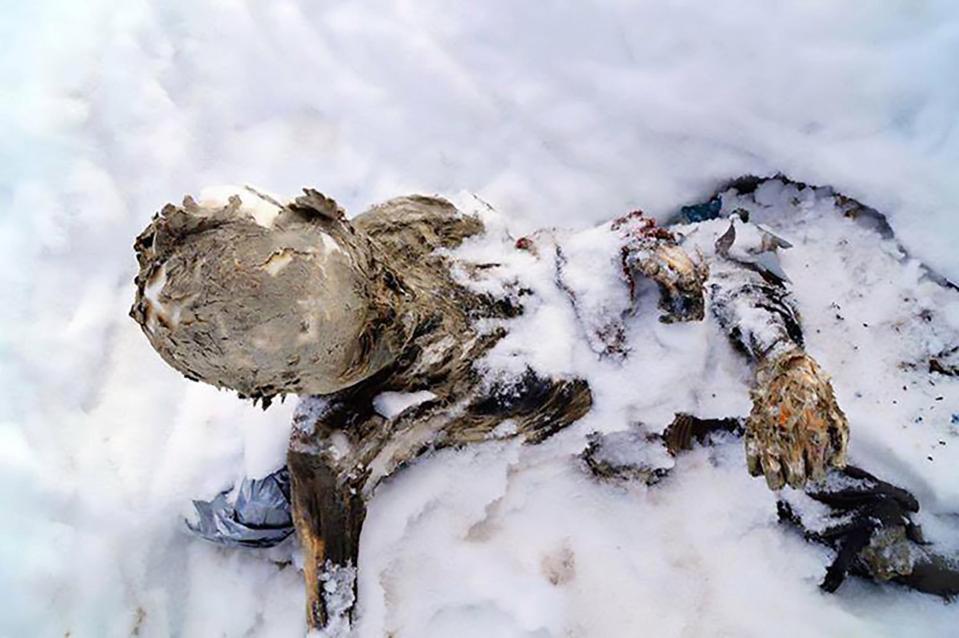 Thi thể ba nhà leo núi chôn vùi trên núi lửa cao nhất Mexico suốt 59 năm - 1