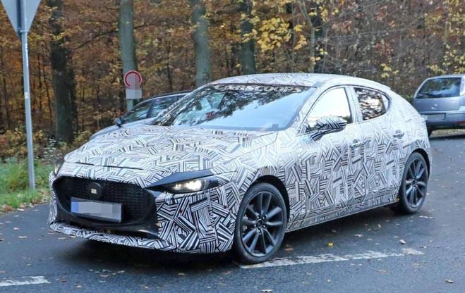 Mazda 3 thế hệ mới bị bắt gặp trên đường chạy thử - 1
