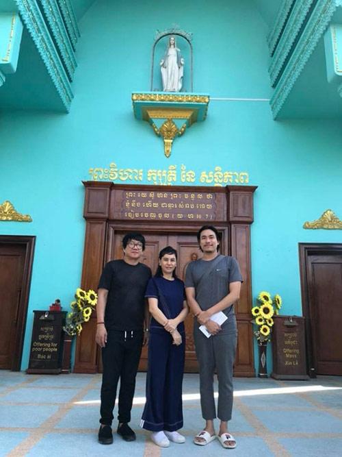 Cát Phượng để mặt mộc, vui vẻ đi chơi cùng Kiều Minh Tuấn ở Campuchia - 1