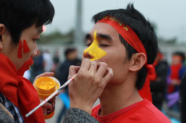 Trăm kiểu ăn theo kiếm tiền triệu trước giờ bảng lăn trận Việt Nam - Malaysia - 1