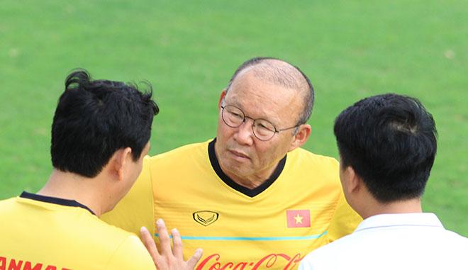 ĐT Việt Nam: Quang Hải mừng tóc mới, Park Hang Seo bàn kế đấu Myanmar - 1