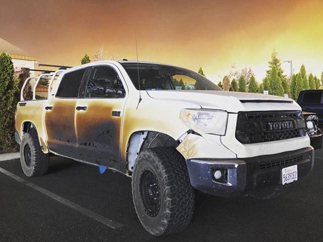 Toyota Bắc Mỹ tặng siêu bán tải Tundra cho nhân viên y tế vì hành động dũng cảm
