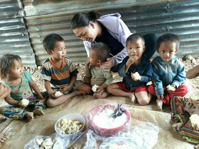 Young teachers cook for hundreds of poor children
