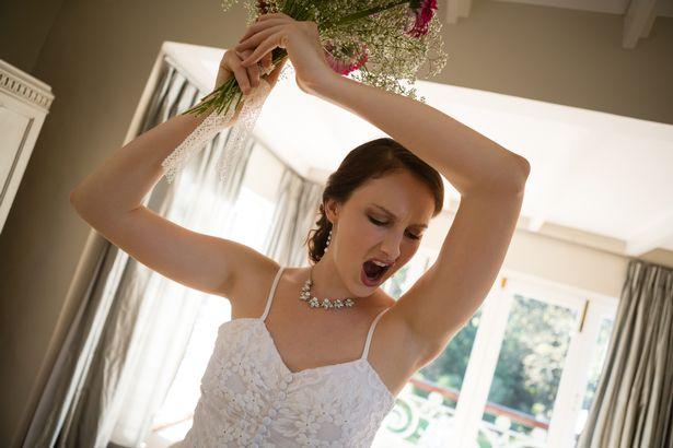 Phát hiện chú rể ngoại tình, cô dâu phẫn uất làm điều này trong ngày cưới - 1