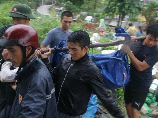 Nha Trang tang thương vì mưa lũ: 13 người chết, 1 mất tích