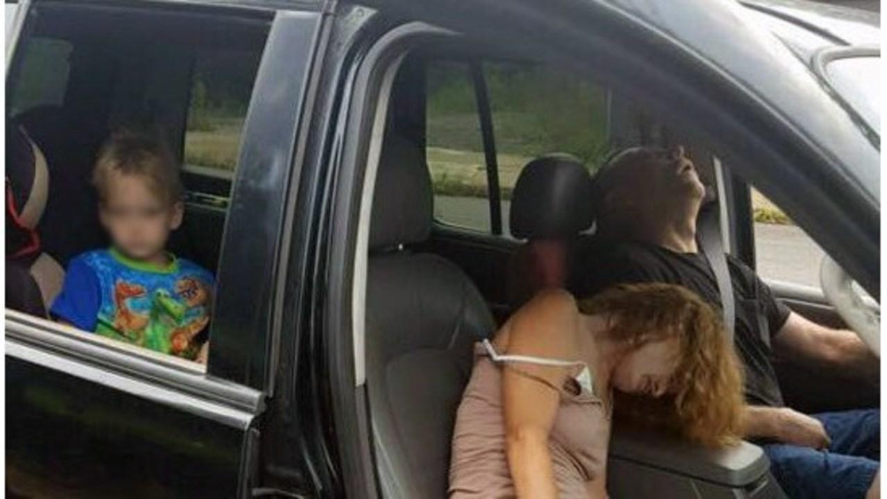 Cuộc đời bất hạnh của cậu bé 4 tuổi chứng kiến bà nội sốc ma túy ngay trước mặt - 1