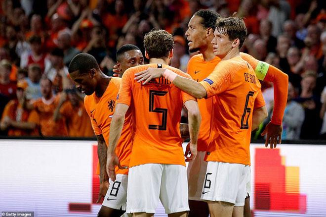 """Đức – Hà Lan: """"Xe tăng"""" khó cản """"Lốc da cam"""" - 1"""