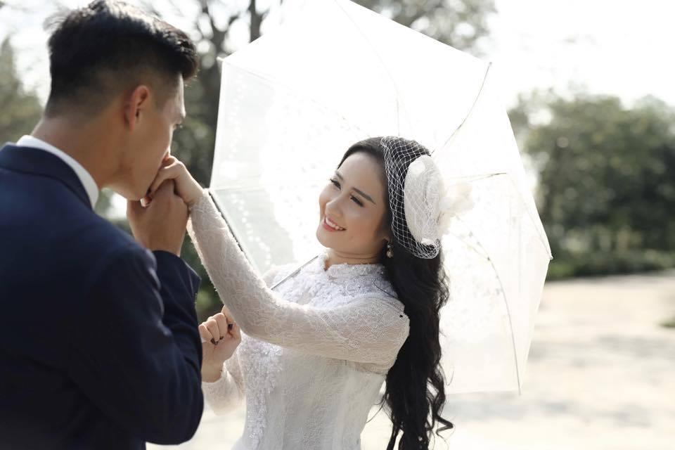 Tuyển thủ U23 Việt Nam có bạn gái giảng viên xinh đẹp thế này! - 1