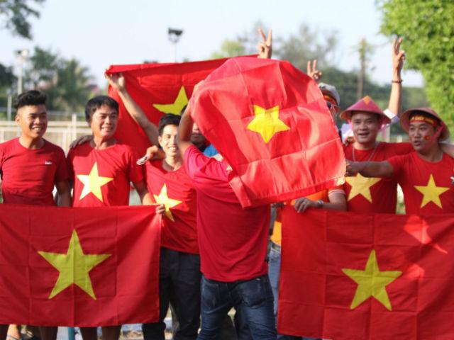 Fan Việt thổi lửa đại chiến Myanmar, hot girl chủ nhà đua sắc góp vui