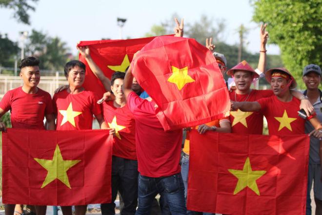 Fan Việt thổi lửa đại chiến Myanmar, hot girl chủ nhà đua sắc góp vui - 1