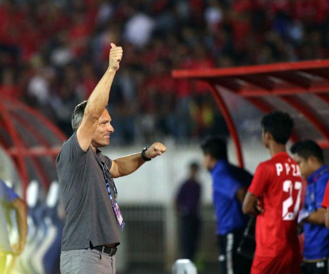 """Hoà ĐT Việt Nam, """"Ronaldo Myanmar"""" & tỷ phú Zaw Zaw ăn mừng như vô địch - 1"""