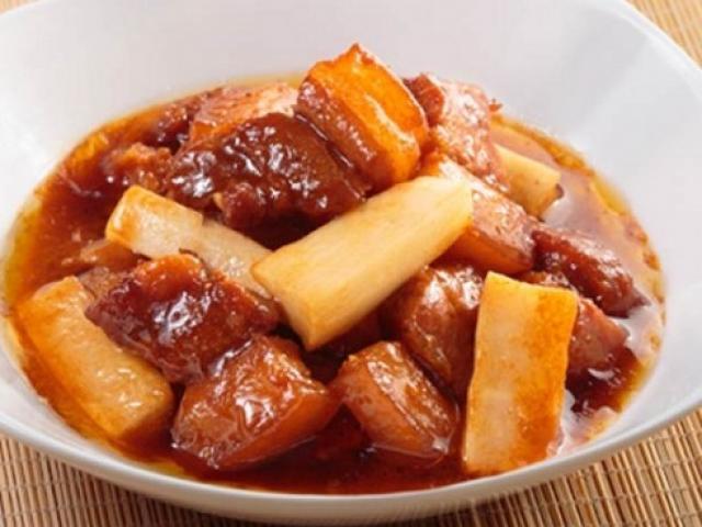 Thịt kho củ cải đưa cơm ngày lạnh