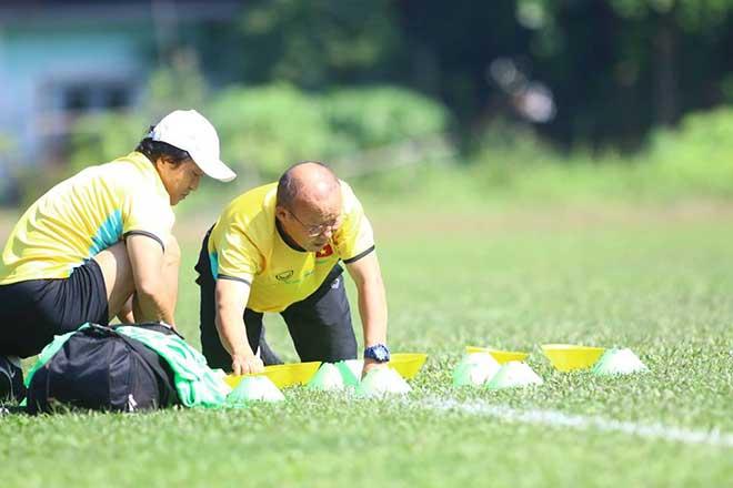 ĐT Việt Nam đấu Campuchia: HLV Park Hang Seo bàn mưu trên cỏ - 1