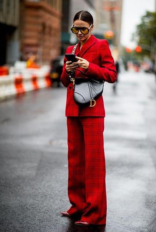 Có nên mặc màu đỏ tới công sở? - 1
