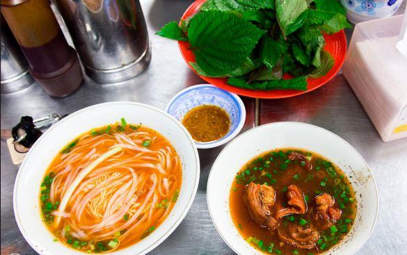 Món hủ tiếu lạ miệng nhưng chất lừ ở Sài Gòn - 1