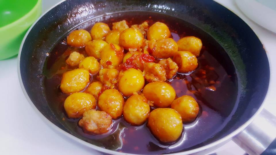 Trứng cút rim sa tế: Món mặn đưa cơm cho ngày se lạnh - 1