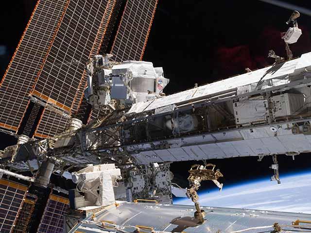 Trạm vũ trụ quốc tế được xây dựng ngoài không gian như thế nào?