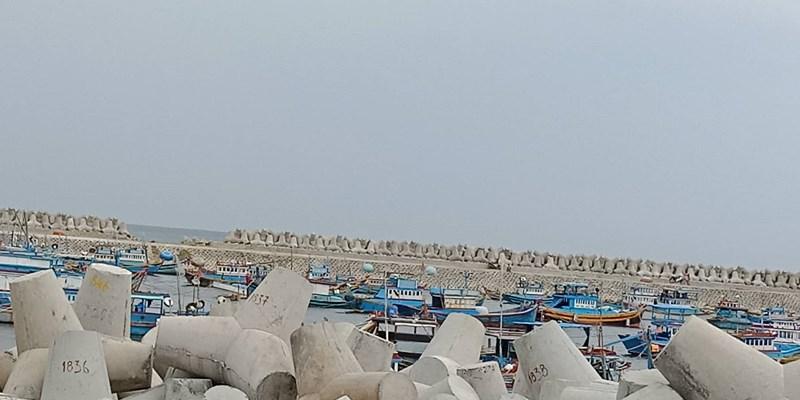 Nóng 24h qua: Bão số 9 sắp ập vào Nam Bộ, sóng bạc đầu xuất hiện tại đảo Phú Quý - 1