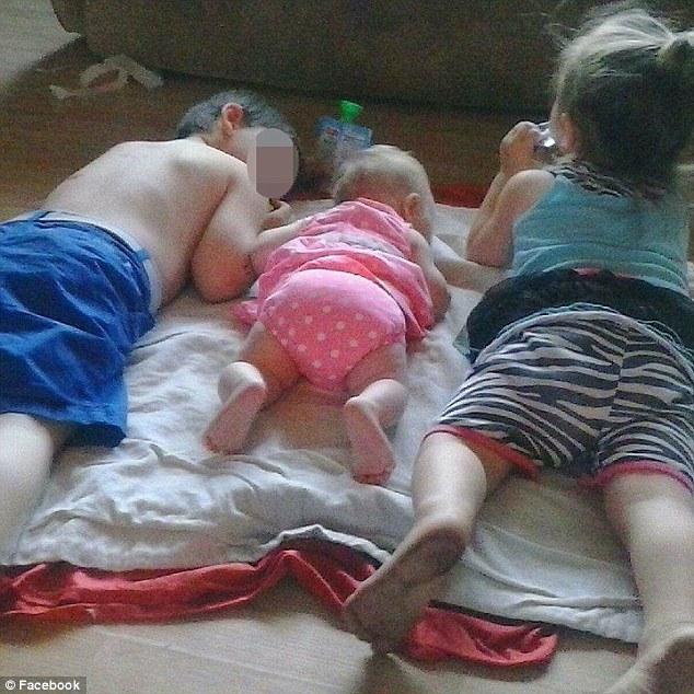 Để ở bên người tình, mẹ liên tục tiêm ma túy cho 3 con nhỏ - 1