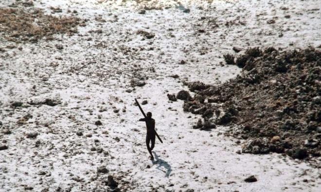 """Vì sao thế giới nên tránh xa bộ lạc nguyên thủy """"thấy người lạ là giết""""? - 1"""