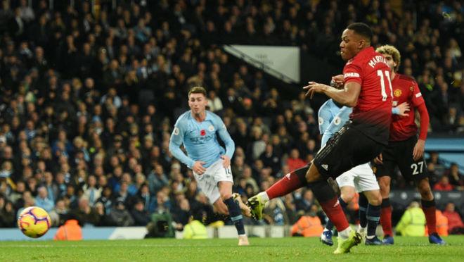Martial bùng nổ 6 bàn/5 trận: Siêu kỷ lục Ronaldo - Cantona vẫy gọi - 1
