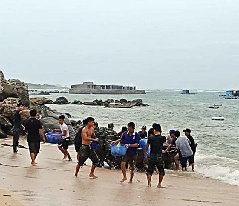 Đảo Phú Qúy xuất hiện sóng bạc đầu trước khi bão số 9 đến - 1