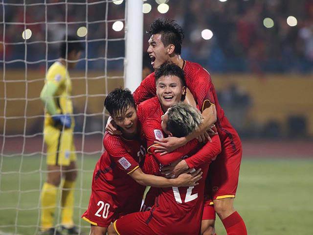 Quang Hải chơi như Xavi ẩn mình giữa sân, bài tẩy đấu Philippines