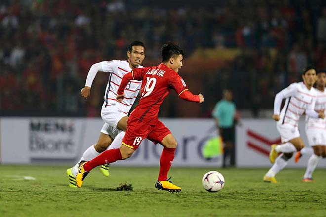 Quang Haiek hides Xavi in the middle of the field, winning a goal in the Philippines - 1