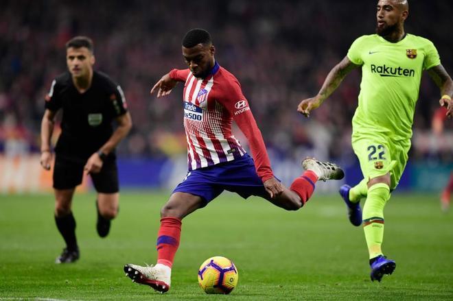 Atletico Madrid - Barcelona: Thoát hiểm nhờ người hùng phút 90 - 1