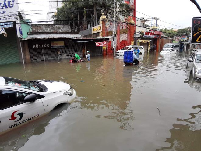 """Toàn cảnh Sài Gòn """"ngập toàn tập"""" sau trận mưa lớn khủng khiếp chưa từng có - 1"""