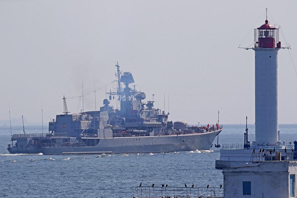 Đằng sau vụ 3 tàu chiến Ukraine bị chiến hạm Nga nã đạn, bắt sống - 1