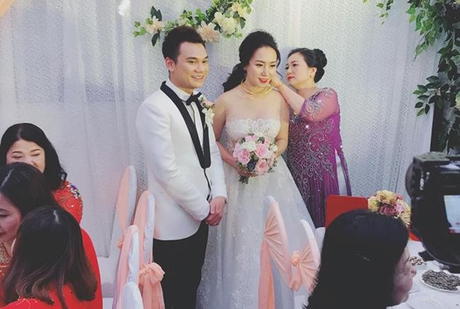 DJ Thảo Bebe được mẹ trao của hồi môn trước khi theo chồng về dinh.