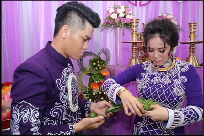 Lên xe hoa lần 2, Lê Phương nhận được vô số quà tặng là vòng kiềng bằng vàng ròng, nhẫn, lắc tay từ người thân.