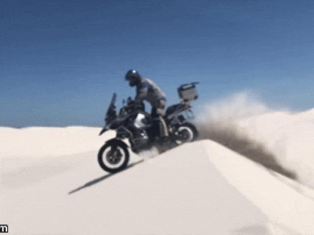 Video: Xem BMW R1200GS chinh phục cồn cát trắng ở Nam Phi