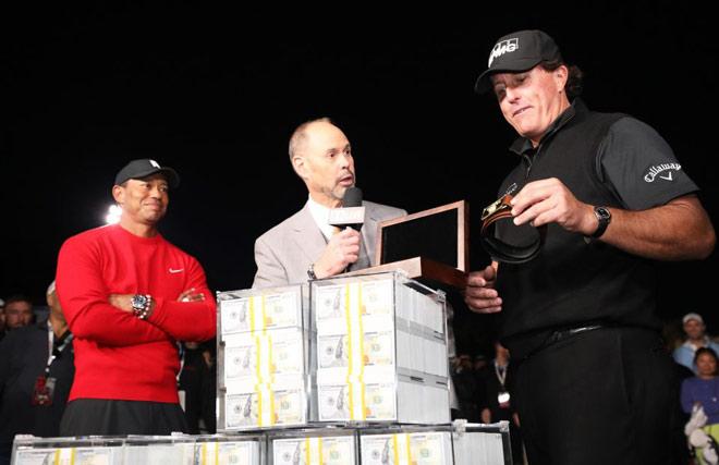 """Tiger Woods """"trăng hoa"""": Đang đấu 9 triệu đô vẫn """"à ơi"""" người đẹp - 1"""