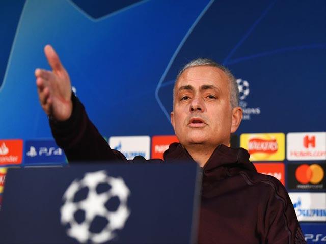 """Họp báo MU Cúp C1: Mourinho nói lời cay đắng, """"khóa miệng"""" Ronaldo"""