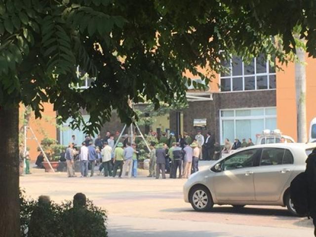 Người hâm mộ bức xúc, quây trụ sở VFF vì không thể mua vé trận Bán kết