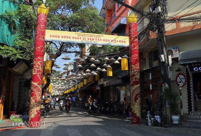 Giữa Hà Nội bâng có & # 34; con đường nón lá & # 34; hút hàng nghìn du khách - 1