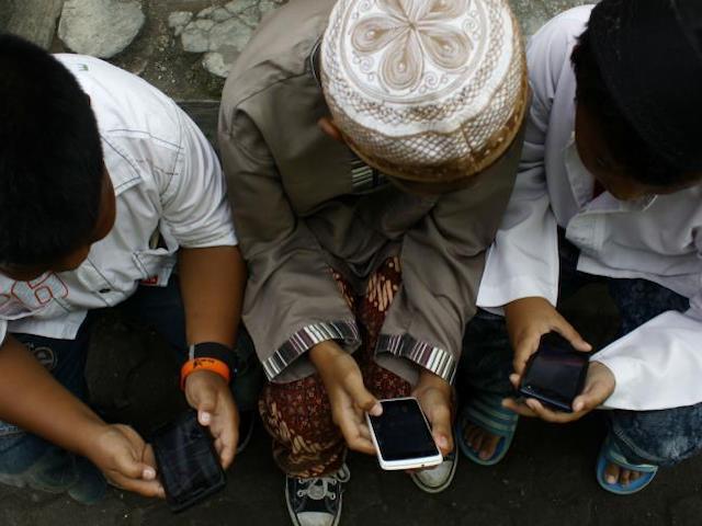 Ngôi làng ở Indonesia cấm phát Wi-Fi vì trẻ em dùng xem phim khiêu dâm