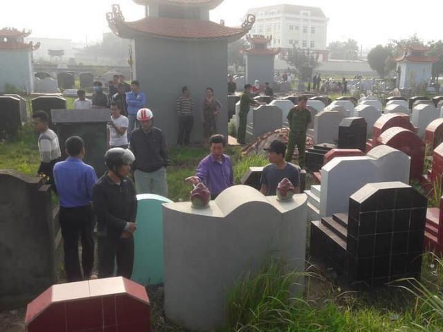 Trăm ngôi mộ bất ngờ vỡ bát hương, công an truy tìm thủ phạm
