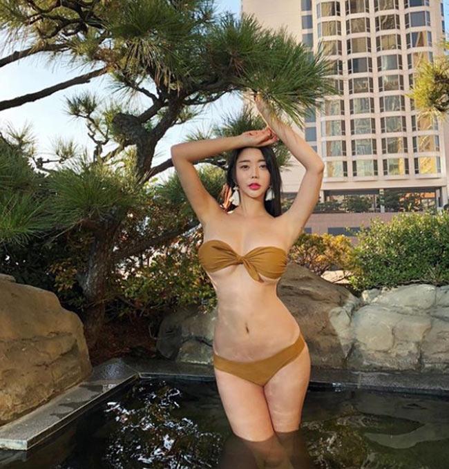 Bikini có phom dáng rất nữ tính với diện tích khá nhỏ.
