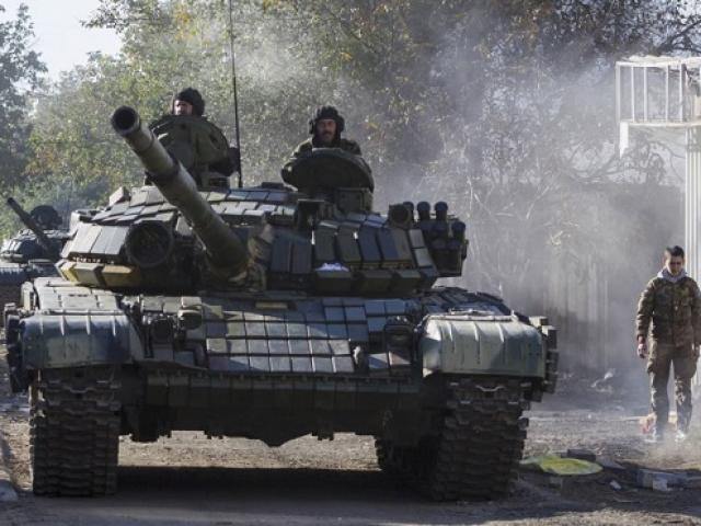 Xe tăng Nga rầm rập áp sát biên giới Ukraine?