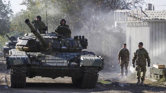 Xe tăng Nga rầm rập áp sát biên giới Ukraine? - 1