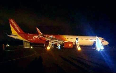 Máy bay gặp sự cố lúc hạ cánh, nhiều hành khách nhập viện cấp cứu - 1