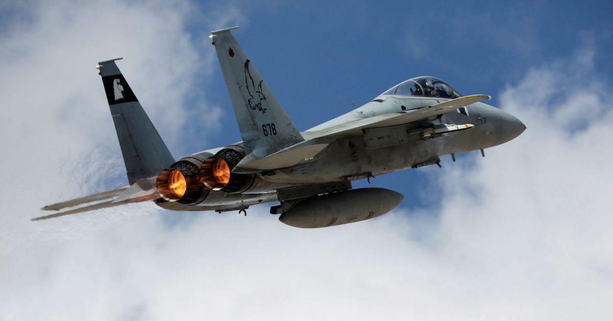 Syria tuyên bố bắn rơi chiến đấu cơ Israel, đánh chặn 4 tên lửa - 1