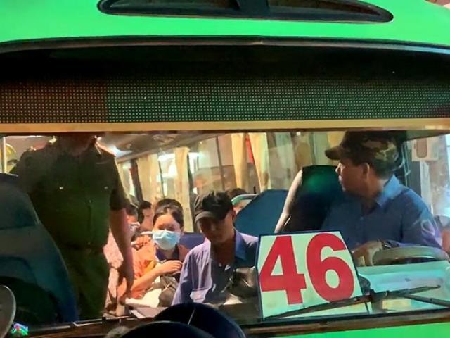Phụ xe buýt xách dao rượt đuổi người dân sau va chạm