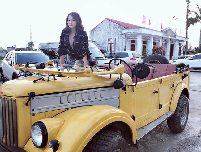 Theo tìm hiểu của chúng tôi, 1 trong 3 hot girl trên xe là Trà My, vào vai Nhan.