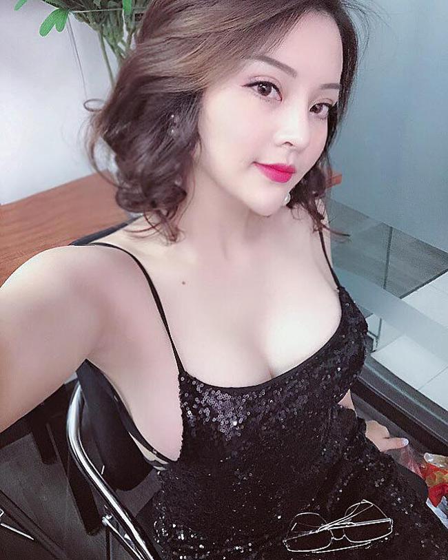 Trà My có biệt danh SuMee, quê gốc Hà Tĩnh. Cô sinh năm 1995, tốt nghiệp Học viện Báo chí & Tuyên truyền Hà Nội.