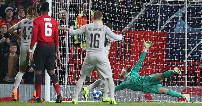 """""""Thánh gánh team"""" De Gea chưa gia hạn: Áp lực lớn cho MU - Mourinho - 1"""