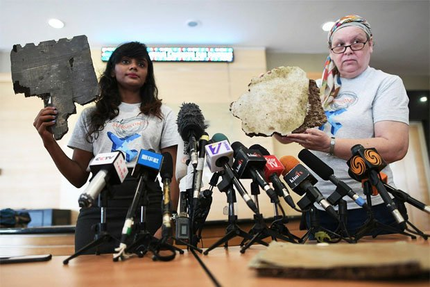 Nóng: Gia đình nạn nhân MH370 công bố mảnh vỡ máy bay mới - 1